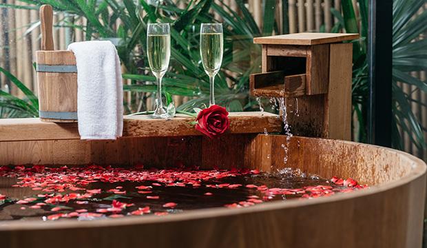 Date Night: Fun in the Hot Tub | Romance Wire